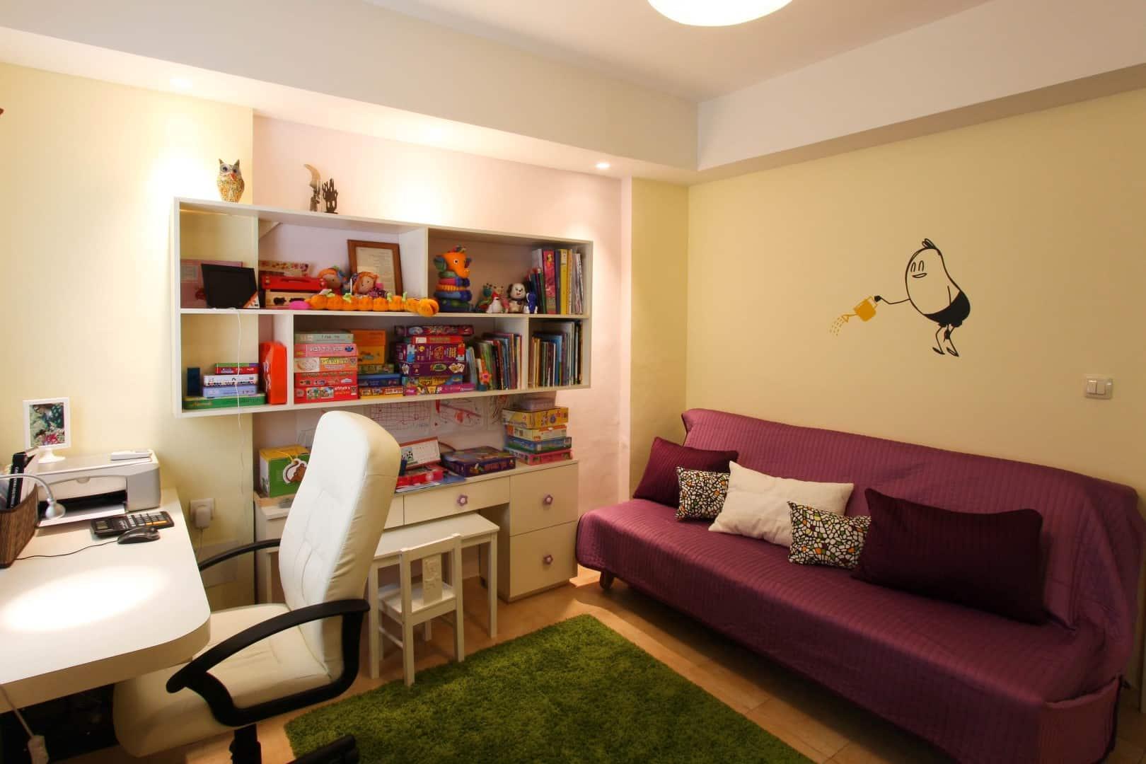 עיצוב חדרים לאירוח, חדר עבודה המשמש כם לאירוח הנכדים, ענבל קרקו עיצוב פנים ופנג שואי