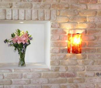 עיצוב דירת יוקרה, נישות ותאורה על קיר בריקים, עיצוב פנים ופנג שואי, ענבל קרקו