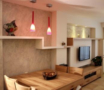 עיצוב פנים דירה בגבעתיים, מבט אל הסלון, ענבל קרקו, עיצוב פנים ופנג שואי