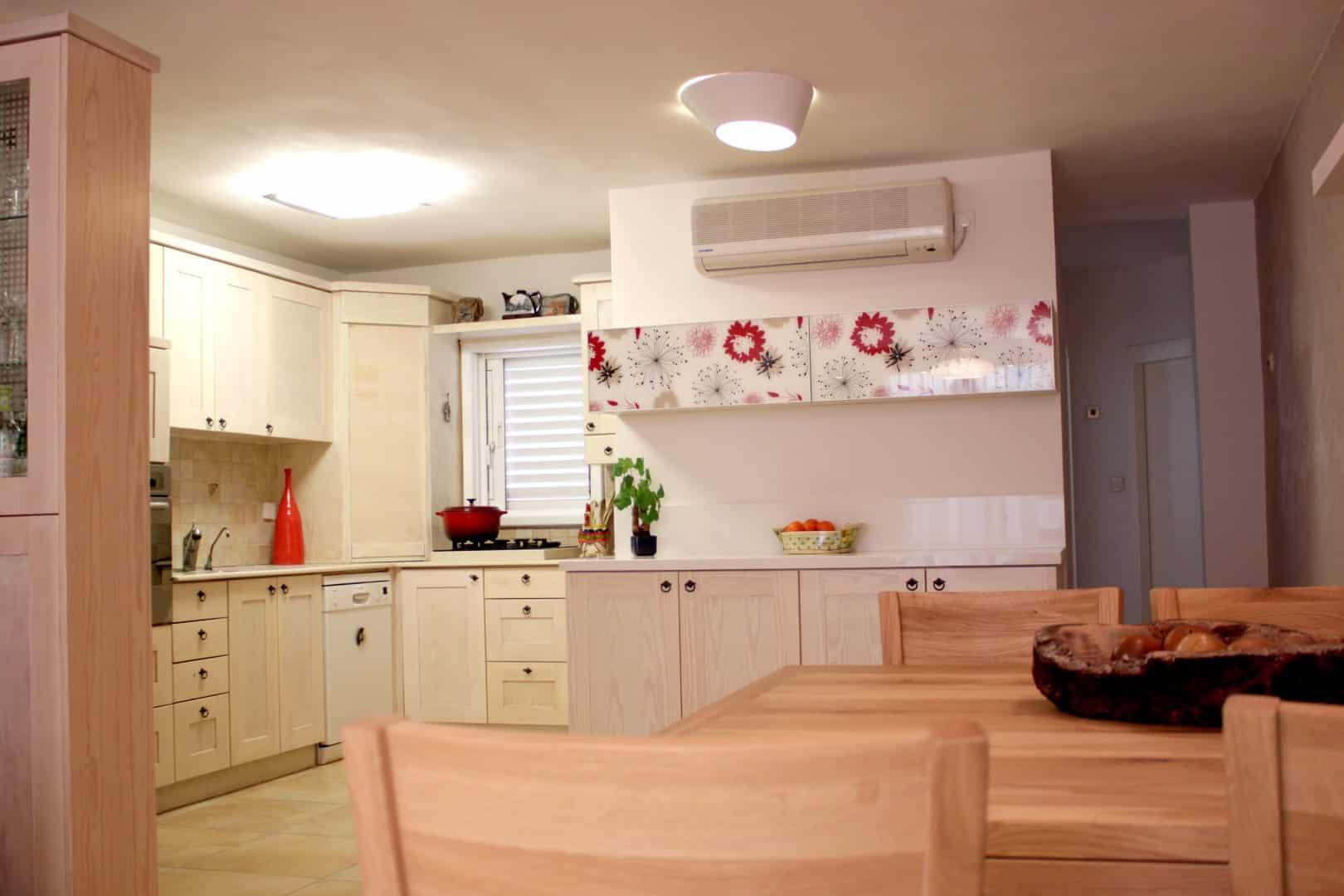 עיצוב מטבח מודרני, מטבח מעץ מלא צבוע, ענבל קרקו עיצוב פנים ופנג שואי