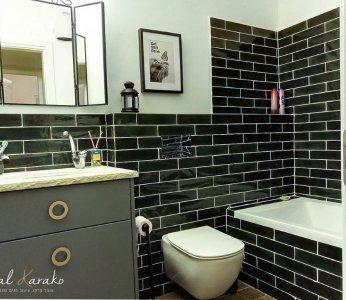 עיצוב דירה של אומן, מקלחת ילדים מעוצבת בשחור ולבן, ענבל קרקו עיצוב פנים ופנג שואי