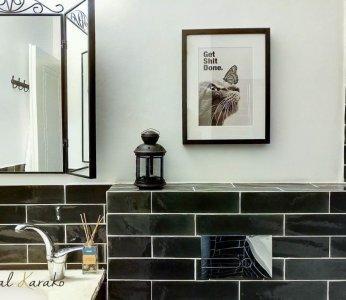 עיצוב דירה של אומן, תמונה במקלחת ילדים בשחור ולבן, ענבל קרקו עיצוב פנים ופנג שואי