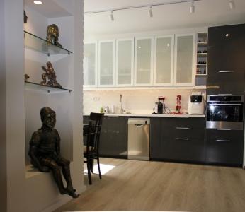 עיצוב דירה של אומן, מבט ונישה לפסלים, עיצוב פנים ופנג שואי, ענבל קרקו
