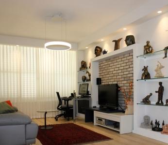 עיצוב דירה של אומן, מבט אל נישת הגבס בסלון, עיצוב פנים ופנג שואי, ענבל קרקו