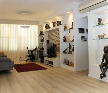 עיצוב דירה של אומן, מבט מרחוק על נישות הגבס, עיצוב פנים ופנג שואי, ענבל קרקו