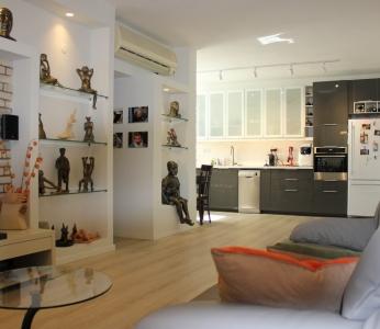 עיצוב דירה של אומן, מבט אל המטבח, עיצוב פנים ופנג שואי, ענבל קרקו