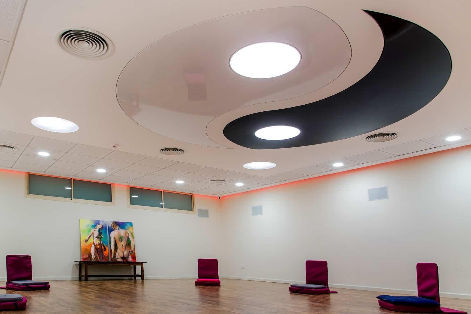 פנג שואי, תקרה באולם מדיטציה שעיצבתי, ענבל קרקו עיצוב פנים ופנג שואי