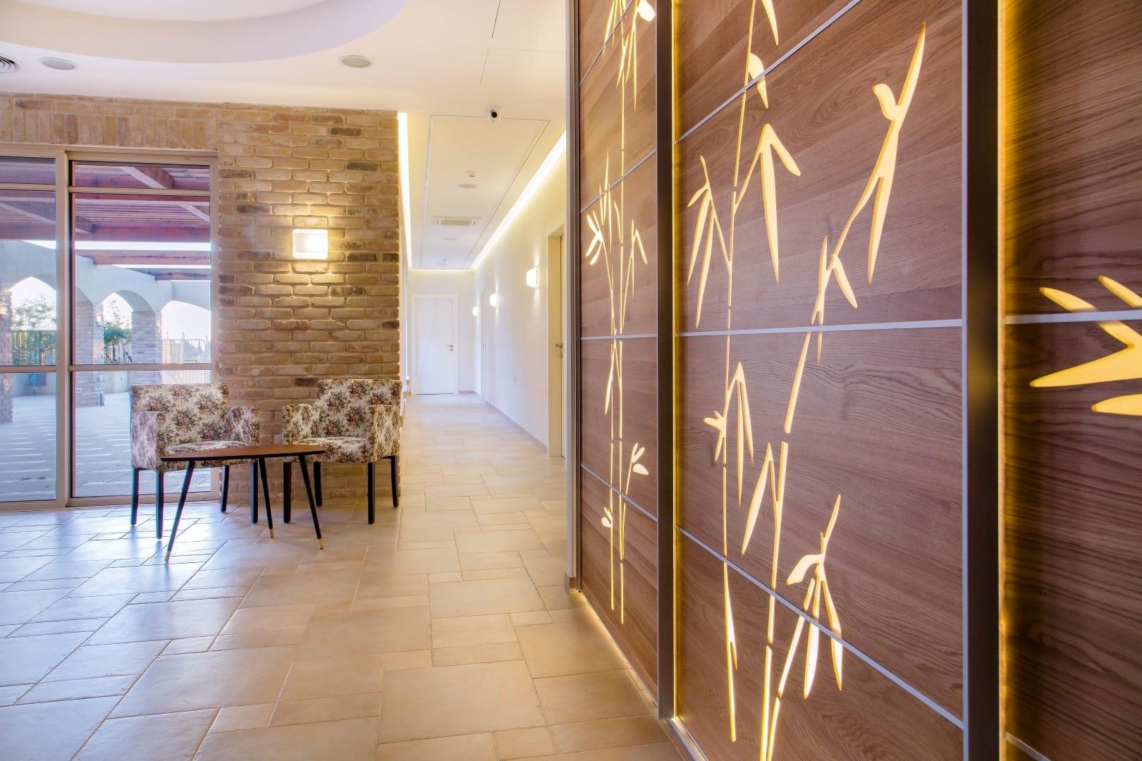 עיצוב דירות יוקרה, פתרון אחסון מעוצב בבית בגדרה, ענבל קרקו עיצוב פנים ופנג שואי