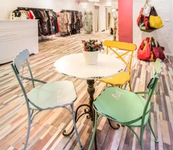 עיצוב סטודיו לאופנה, שולחן המתנה, עיצוב פנים ופנג שואי, ענבל קרקו