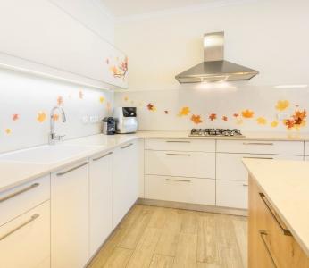 עיצוב דירת קבלן ברחובות, מבט אל המטבח, עיצוב פנים ופנג שואי, ענבל קרקו