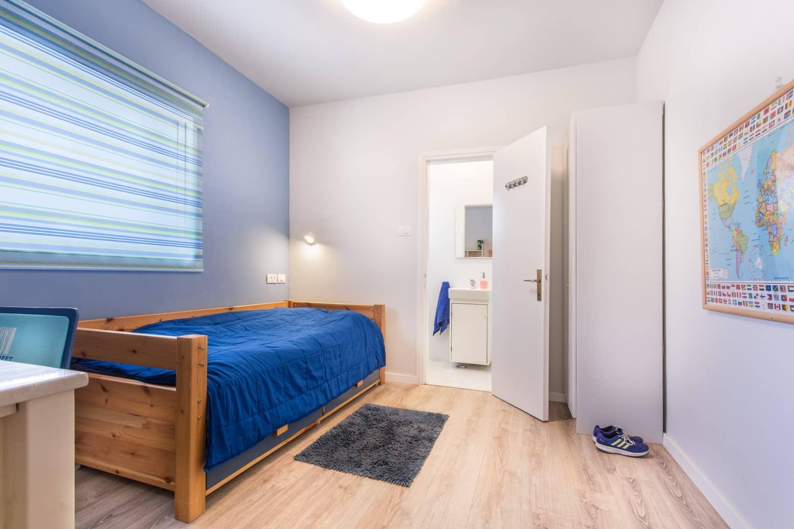 עיצוב חדרים לאירוח, חדר שינה לאורחים עם מקלחת נפרדת, ענבל קרקו עיצוב פנים ופנג שואי