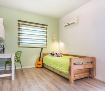 עיצוב וילה מודרנית בגן יבנה, חדר הבן הקטן, ענבל קרקו, עיצוב פנים ופנג שואי