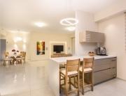 עיצוב דירת יוקרה ברחובות, מבט מתוך המטבח, ענבל קרקו, עיצוב פנים ופנג שואי