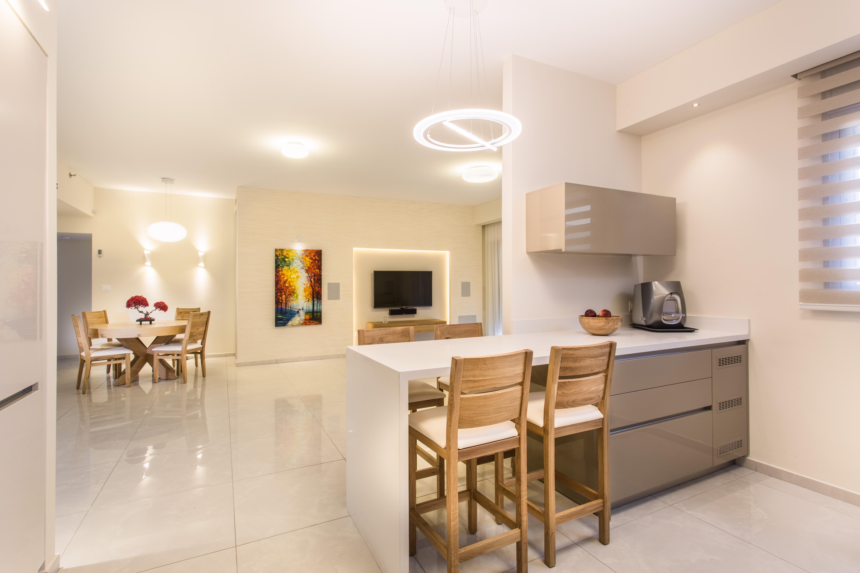 טיפים לעיצוב דירה, תכננו את המטבח והסלון ביחד, ענבל קרקו עיצוב פנים ופנג שואי