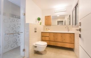 עיצוב מודרני ברחובות, מקלחת כללית, ענבל קרקו, עיצוב פנים ופנג שואי