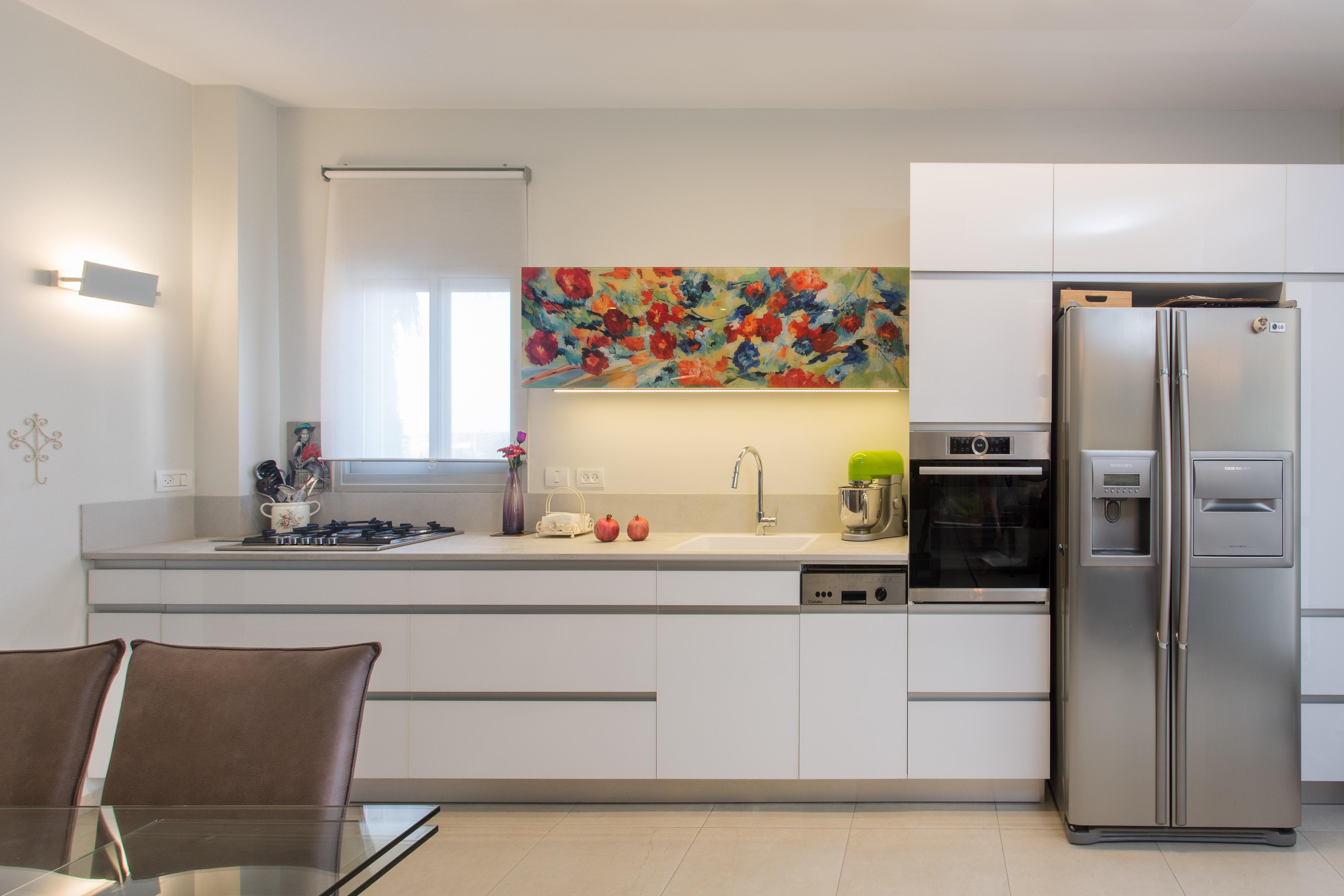 עיצוב מטבח מודרני, משטח מודרני המשלב ציור על הקלאפה, ענבל קרקו עיצוב פנים ופנג שואי