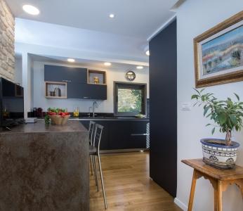 עיצוב בית סגנון אקלקטי, מבט נוסף על המטבח, ענבל קרקו, עיצוב פנים ופנג שואי