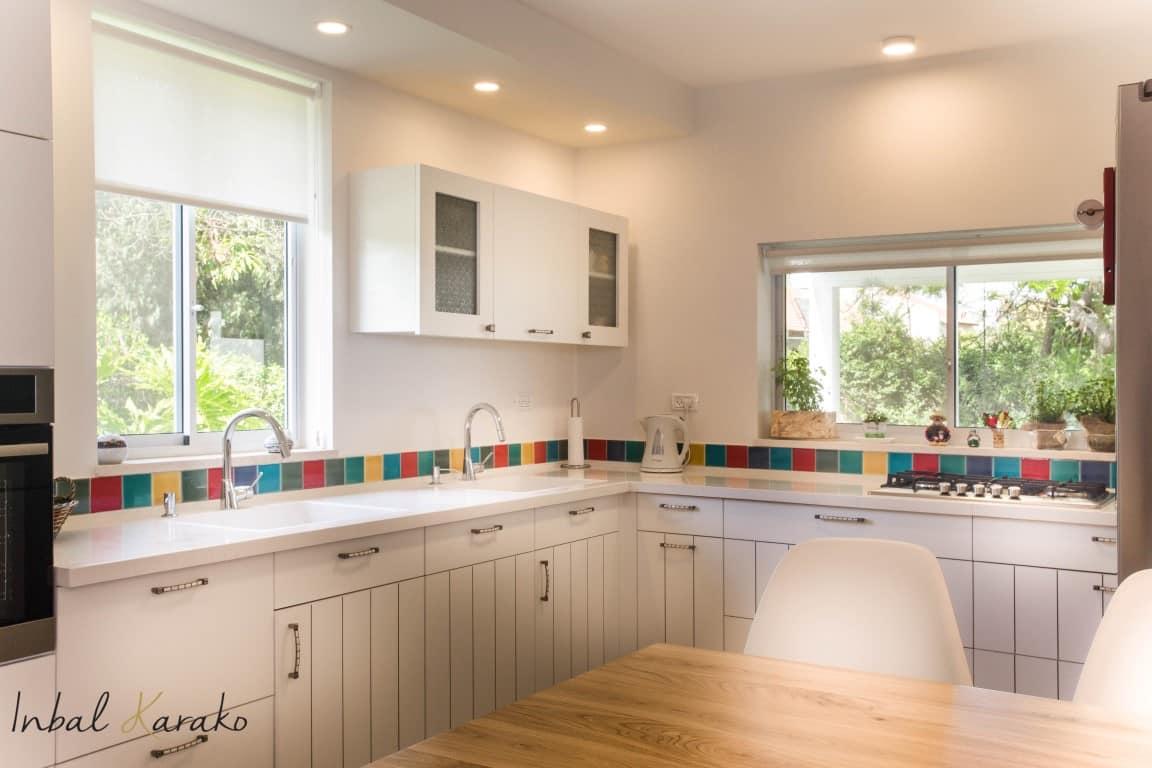 10 הטעויות שלא כדאי שתעשו בעיצוב הבית שלכם, תכנון החלון מעל הכיור, ענבל קרקו עיצוב פנים ופנג שואי