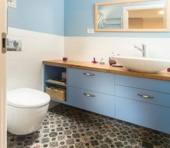 עיצוב בית צבעוני,מקלחת הורים בסגנון כפרי,ענבל קרקו עיצוב פנים ופנג שואי
