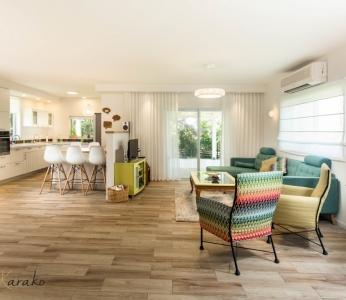 עיצוב בית צבעוני,מבט נוסף על הסלון והמטבח החדשים,ענבל קרקו עיצוב פנים ופנג שואי