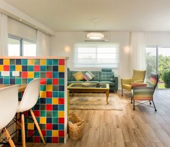 עיצוב פנים צבעוני,קיר צבעוני במטבח,ענבל קרקו עיצוב פנים ופנג שואי