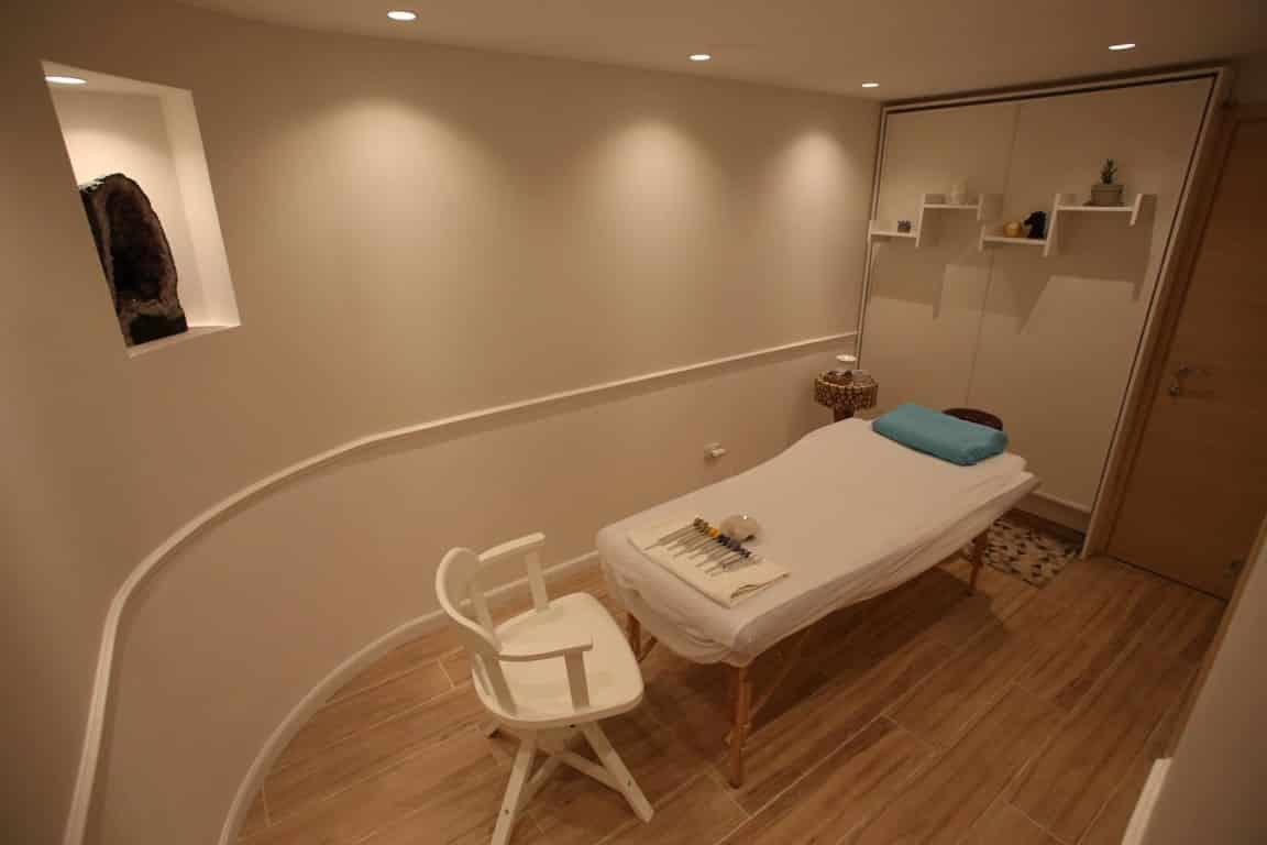 עיצוב חדרים לאירוח, חדר המשמש לקליניקה וגם לאירוח, ענבל קרקו עיצוב פנים ופנג שואי