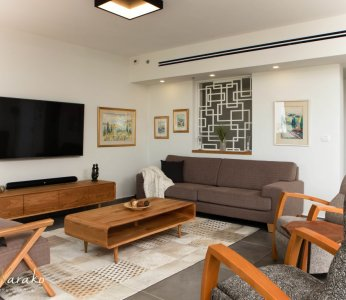 עיצוב בית מודרני לבני 60 +, סלון הבית עם המשרביה, ענבל קרקו, עיצוב פנים ופנג שואי