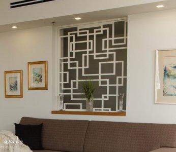 עיצוב בית מודרני לבני 60 +, משרביה בין הסלון למסדרון, ענבל קרקו, עיצוב פנים ופנג שואי