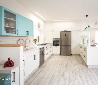 עיצוב בית על פי הפנג שואי, מטבח בלבן וטורקיז, ענבל קרקו עיצוב פנים ופנג שואי