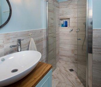 עיצוב פנים לבית בקיבוץ, מבט נוסף על מקלחת הורים, ענבל קרקו עיצוב פנים ופנג שואי