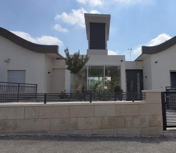 עיצוב וילה מודרנית בהרי ירושליים, מראה הבית מבחוץ, ענבל קרקו עיצוב פנים ופנג שואי