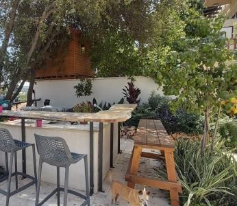 עיצוב וילה מודרנית בהרי ירושליים, מטבח חוץ, ענבל קרקו עיצוב פנים ופנג שואי