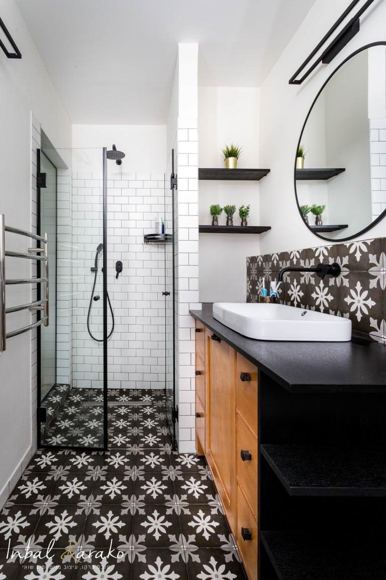 עיצוב חדרי אמבטיה, מקלחת בשחור ולבן, ענבל קרקו עיצוב פנים ופנג שואי
