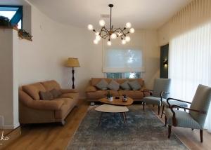 עיצוב בית בסגנון כפרי מודרני, סלון הבית, ענבל קרקו עיצוב פנים ופנג שואי