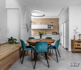 עיצוב דירה מודרני חם ברחובות, פינת האוכל והמטבח, ענבל קרקו עיצוב פנים ופנג שואי