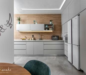 עיצוב דירה מודרני חם ברחובות, המטבח בגווני אפור ועץ, ענבל קרקו עיצוב פנים ופנג שואי