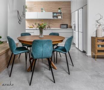 עיצוב דירה מודרני חם ברחובות, פינת האוכל וברקע המטבח, ענבל קרקו עיצוב פנים ופנג שואי